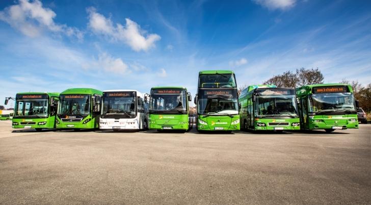 Busser i rekke.