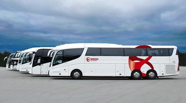 Bilde av busser i rekke.