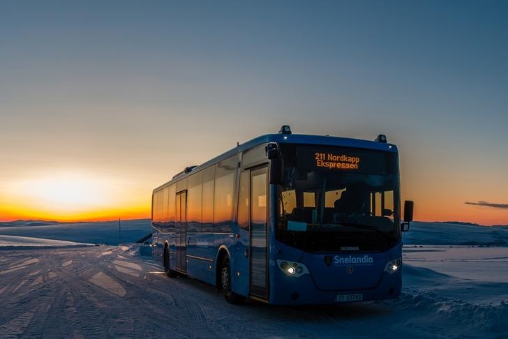 Bilde av rutebuss.