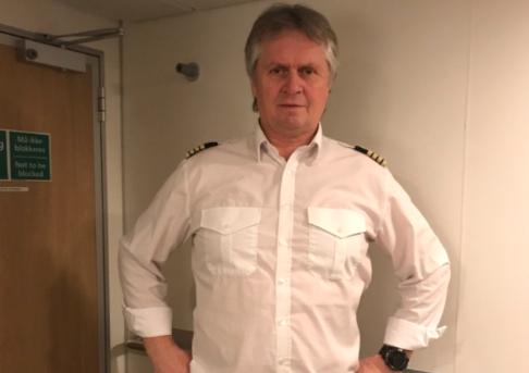 Skipsfører Edgar Johansen er stolt over å få hurtigbåtene tilbake i drift.