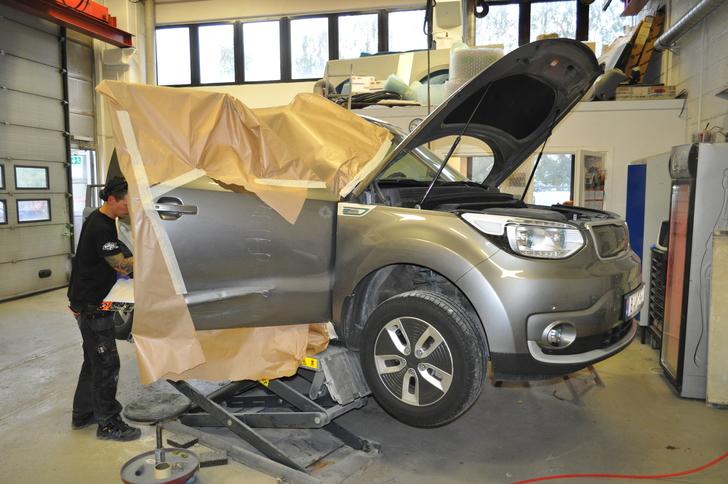 De som jobber med biloppretting hos oss har flere års erfaring og solid faglig kompetanse.